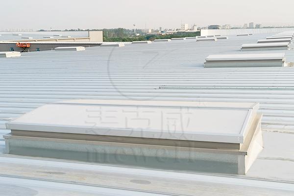 再签新订单!麦克威和重庆会通签订三角型电动排烟天窗供货合同